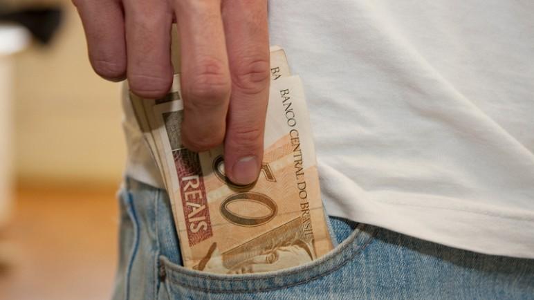Vários fatores determinam se potencial fraudador vai embolsar o dinheiro (Foto: Marcos Santos/USP Imagens)