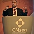 Luís Adams, ex-advogado geral da União, em evento da CNseg: é preciso gerar sinergia positiva. (Foto: Divulgação)