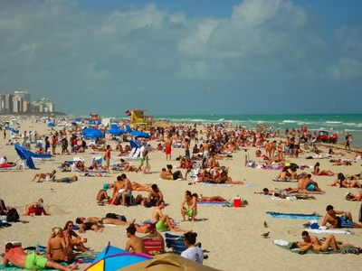 Praia de Miami: cidade atrai tanto turistas como executivos latino-americanos.  (Crédito: Divulgação)